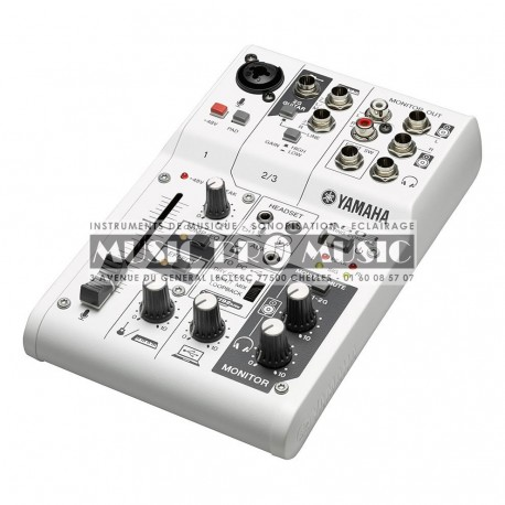 Yamaha AG03 - Table de mixage pour podcast et gamer 1 entrées XLR USB